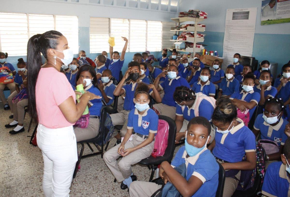 103 maestros y 67 alumnos positivos a COVID desde inicio año de escolar