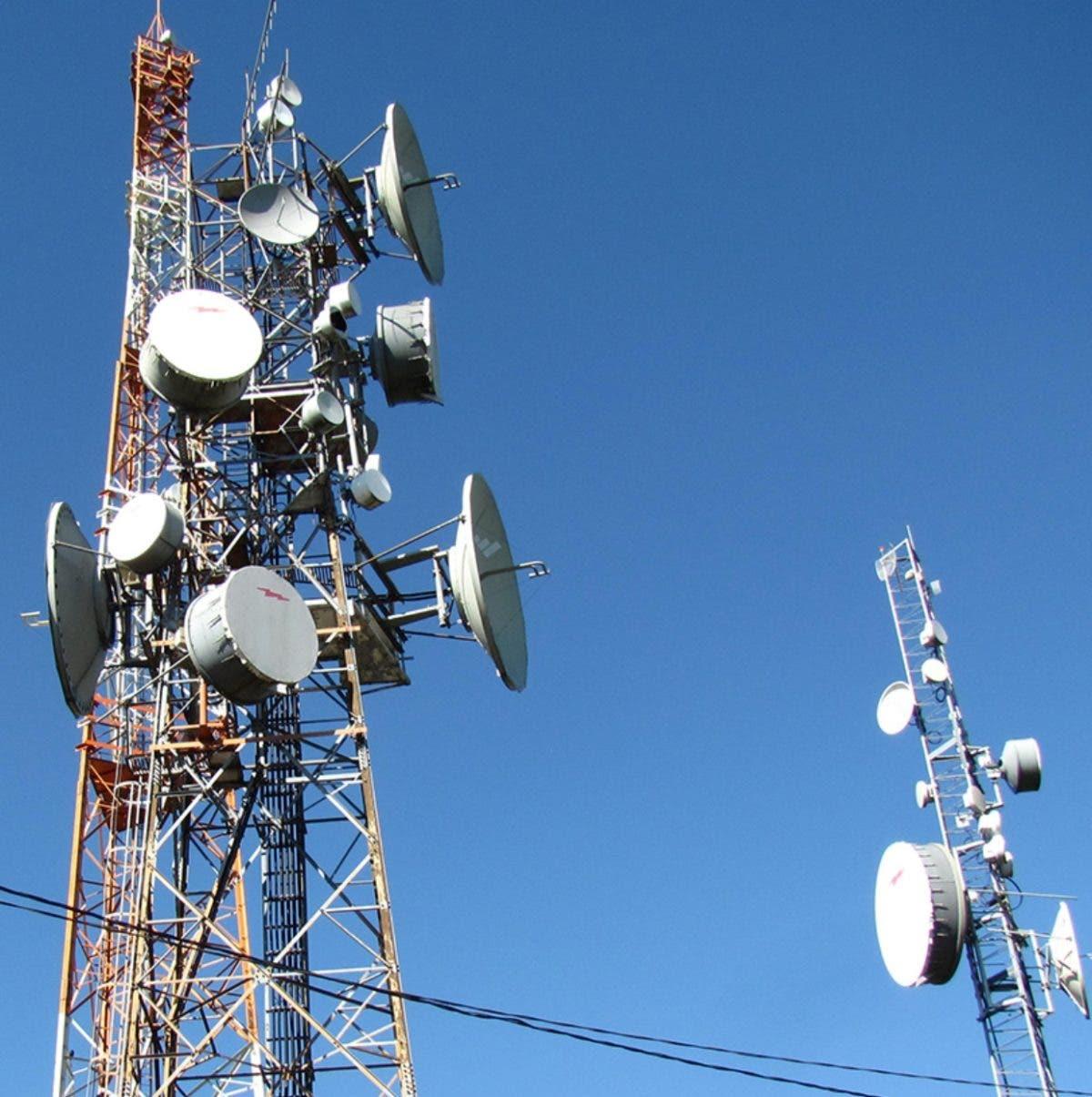 Telecomunicaciones son monopolio y costosos