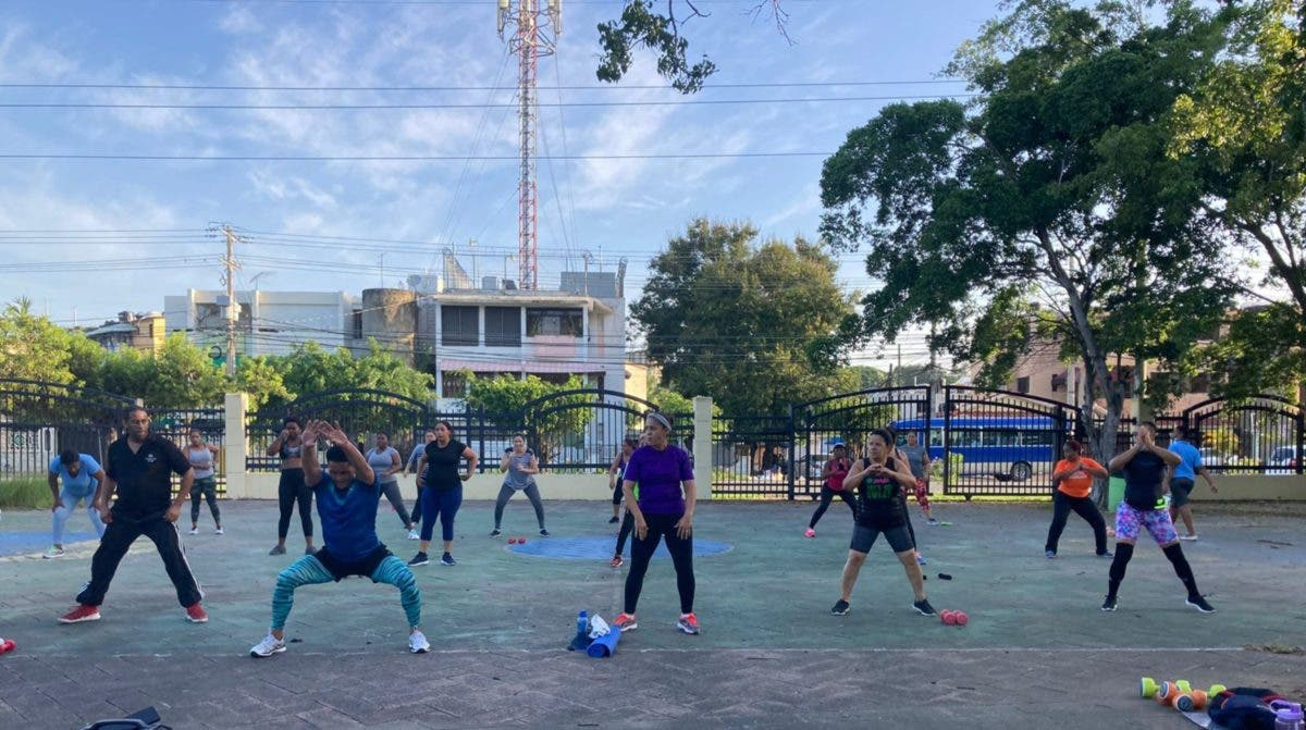El entrenador que lleva el ejercicio a los parques