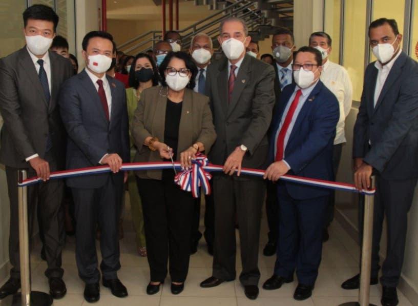 Huawei inaugura en la UASD primera Academia TIC