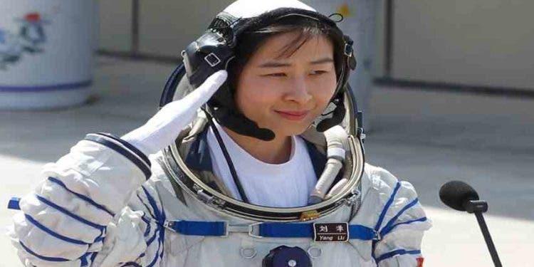 Próximo viaje tripulado a la estación espacial china incluirá a una mujer