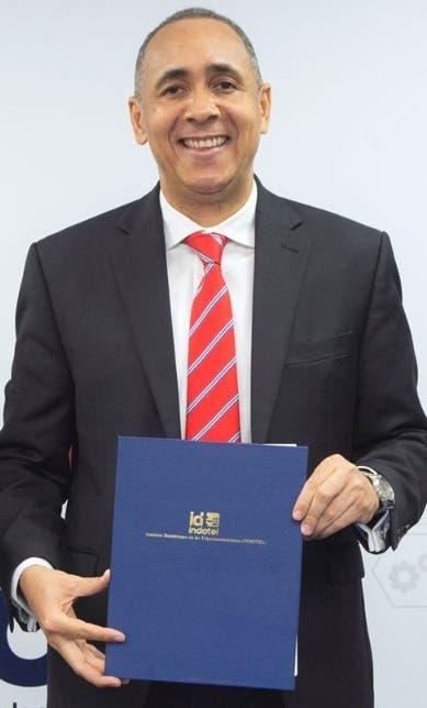 Firma contratos de concesión servicios telecomunicaciones