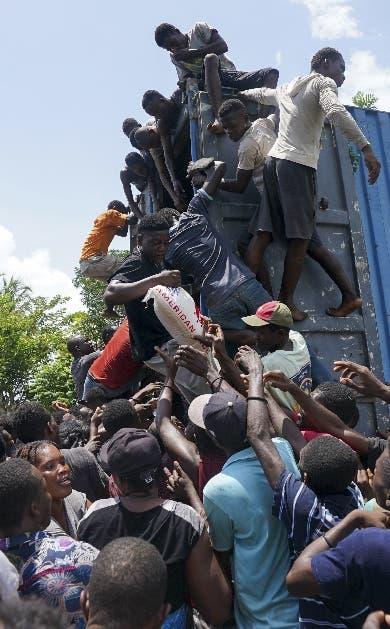 Sube a 2,248 el número de muertos terremoto Haití
