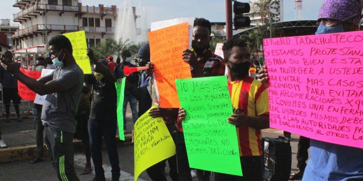 Haitianos piden a México papeles para seguir EEUU