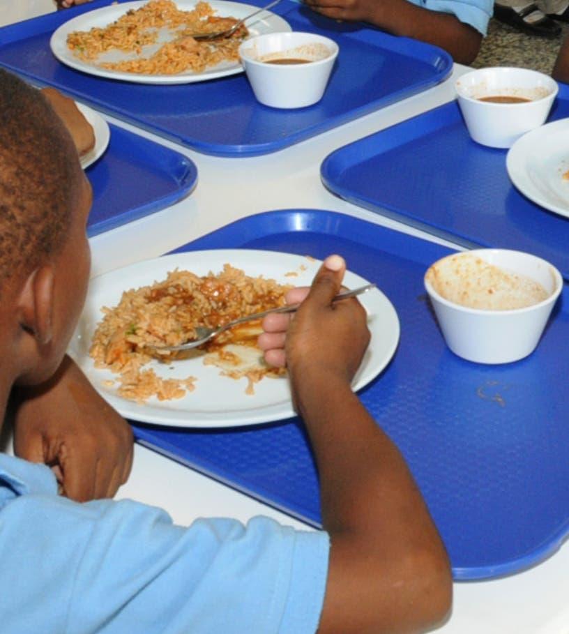 Suplidores denuncian errores en  licitación almuerzo escolar