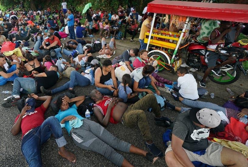 Juez ordena no usar covid para sacar migrantes