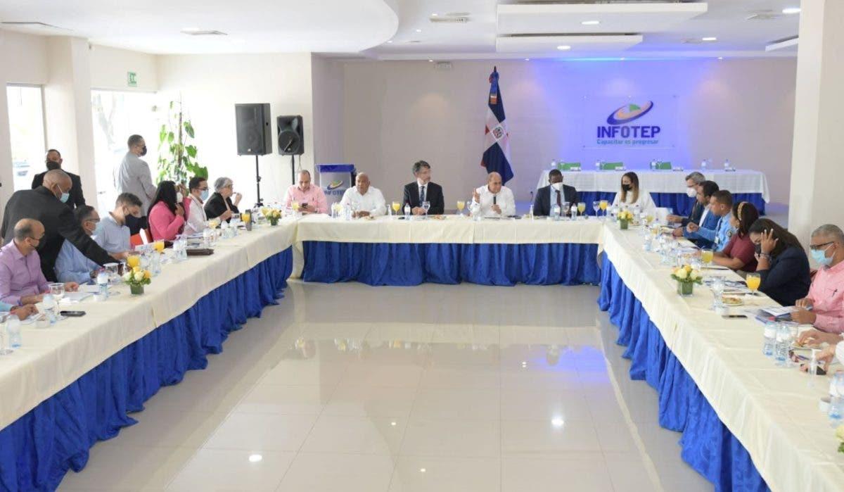 Infotep impactará sector de transporte aéreo de pasajeros RD