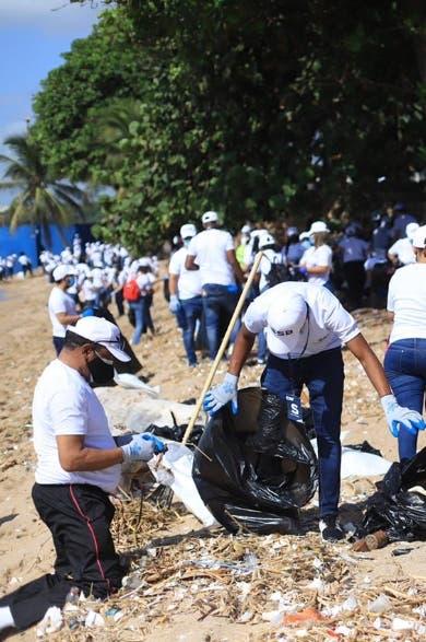 En jornada limpian 80 playas y 25 riberas río