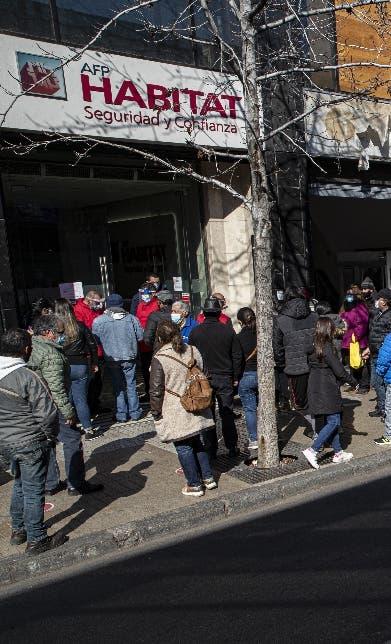 Avanza cuarto retiro del 10% pensiones Chile