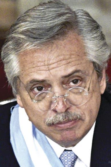 Renuncian varios ministros Argentina