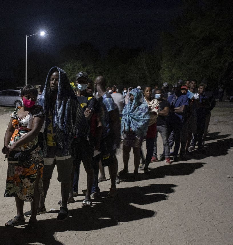 Centenar de haitianos busca asilo en México