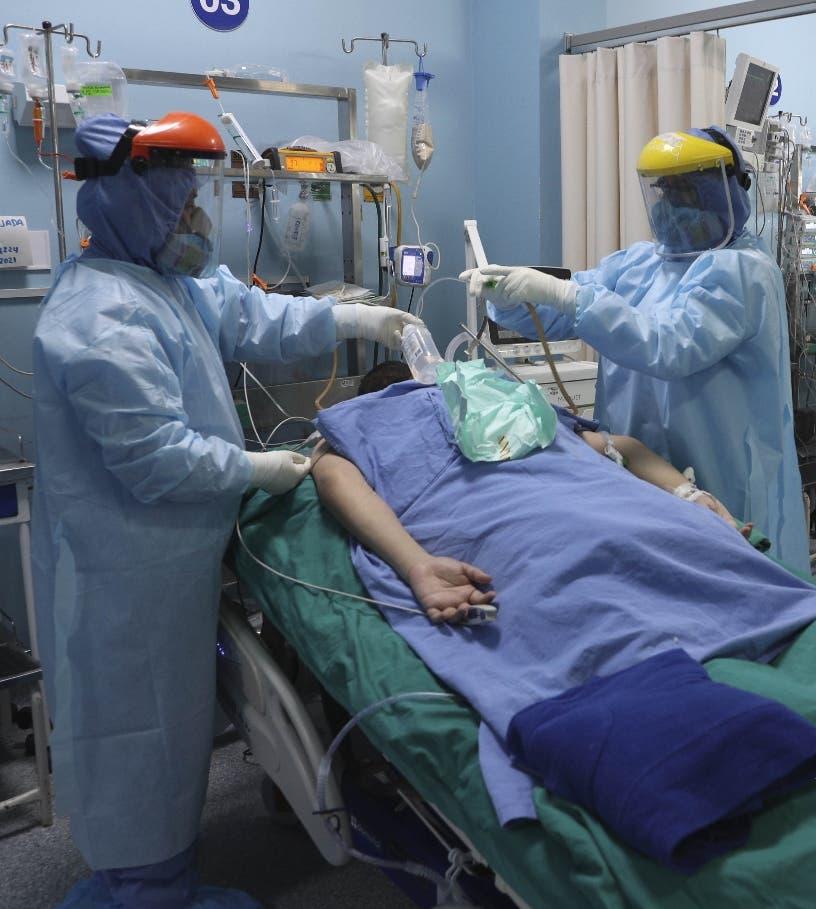 Reportan tres fallecidos y 996 nuevos casos de COVID-19