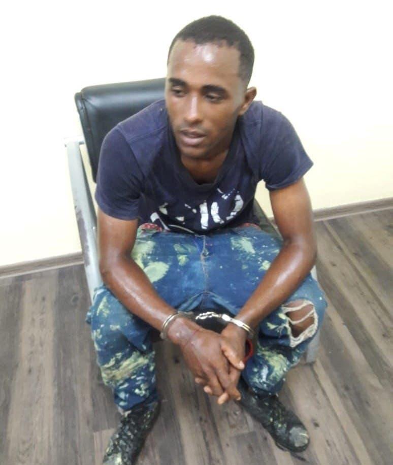 Arrestan hombre lanzaba drogas a internos de penal en San Pedro de Macorís
