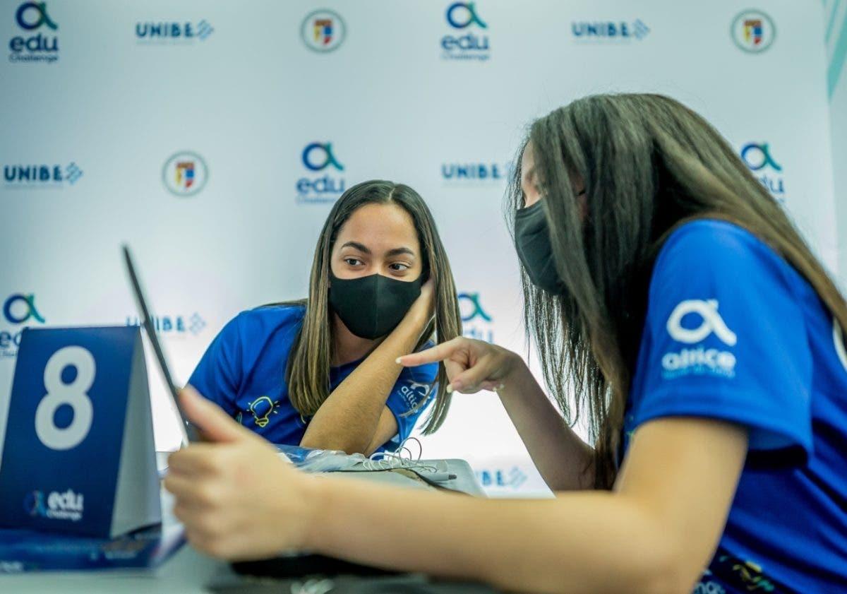 Estudiantes  de  Unibe y  Pucmm compiten en retos