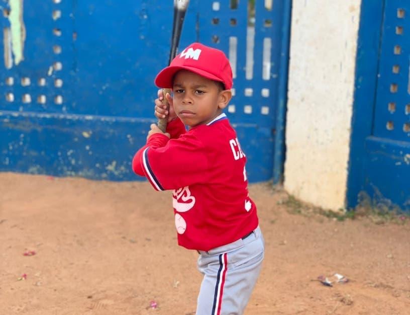 Jeyko Suero, un niño talentoso en el béisbol