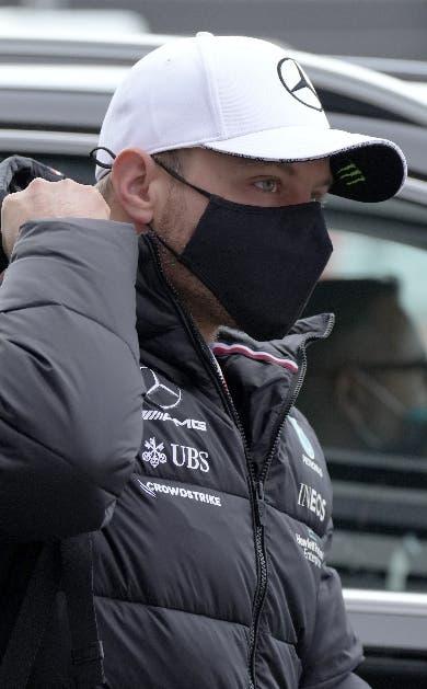 Bottas, el mejor en libres; Verstappen cambia motor