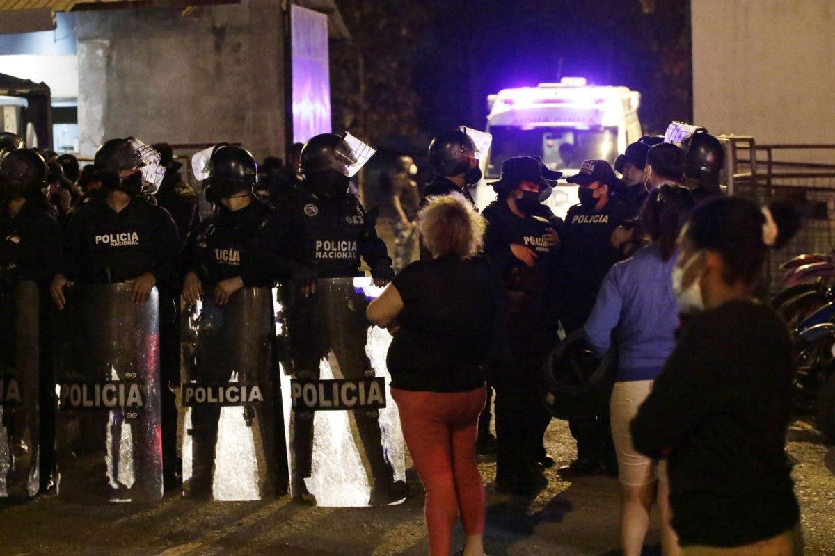 Sube a 30 los muertos en motín de una cárcel  de Ecuador