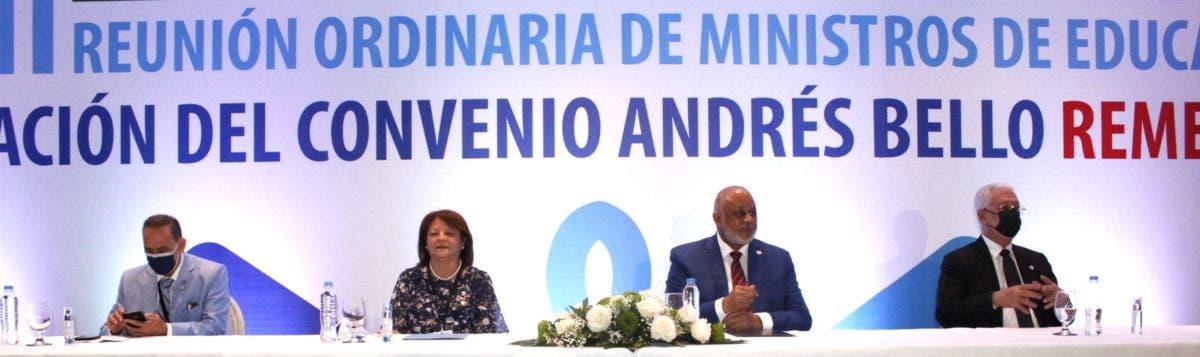 Fulcar preside cumbre ministros educación