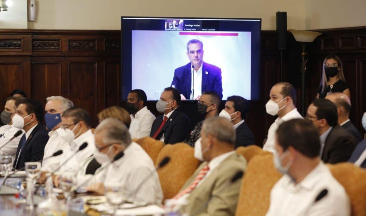 Abinader anuncia medidas en beneficio de la diáspora