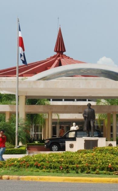 UASD gradúa mil 111 nuevos profesionales en región Este