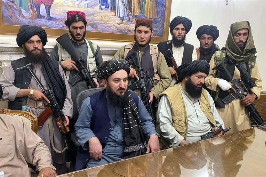 Los talibanes confiscan 12,3 millones de dólares a exfuncionarios afganos