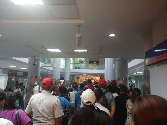 Video: Aglomeración en el transfer del Metro de Santo Domingo