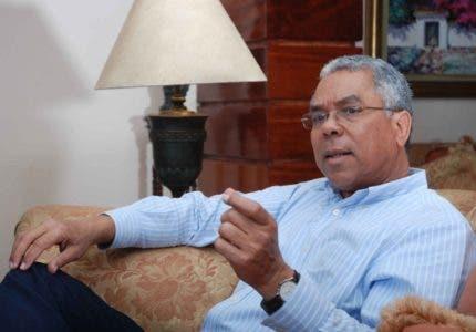 El doctor Francisco Cáceres, experto en demografía ve penoso tema de estadísticas.