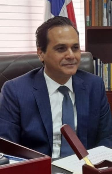 Senador pide a Aviación Civil garantizar empleos a pilotos RD