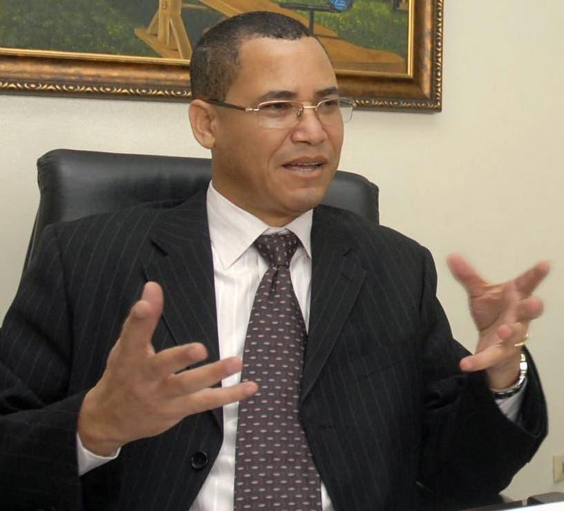 Eddy Olivares pide incluir en reforma voto militares