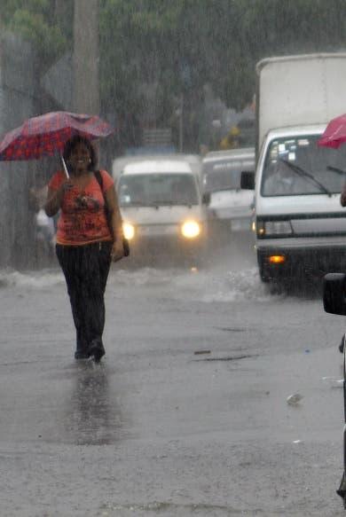 Vaguada y tormenta tropical provocarán lluvias en la noche