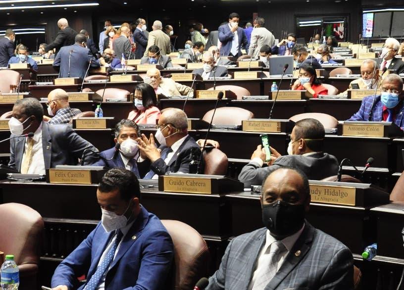 Diputado acusa a las AFP de campaña contra los legisladores