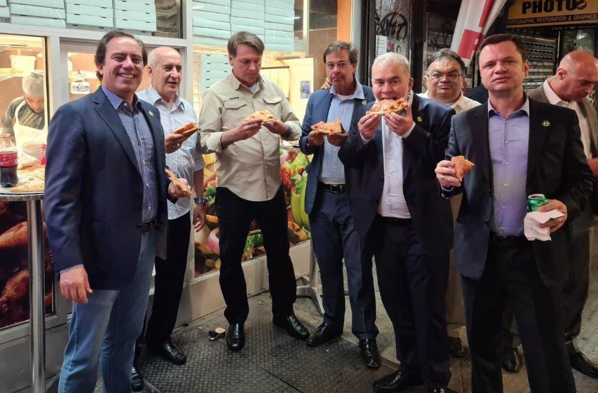 Sin vacuna, Bolsonaro abocado a comer en la calle en su visita a Nueva York