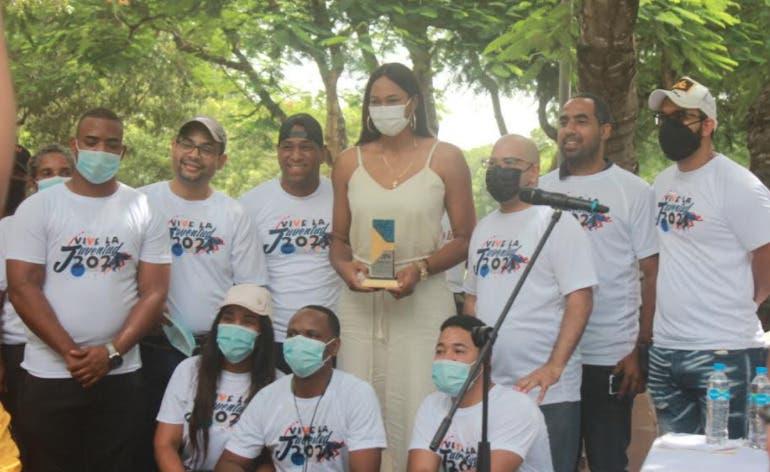 """Celebran con éxito """"Vive la Juventud SDE 2021""""; reconocen a Annerys Valdez, de las Reinas del Caribe"""