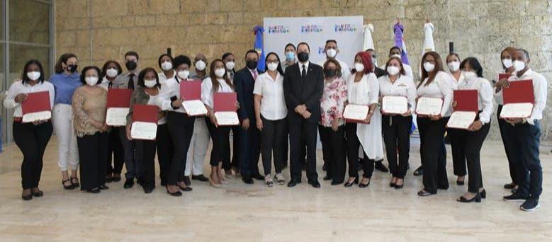 ADN y ENJ entregan certificados mediación a líderes comunitarios