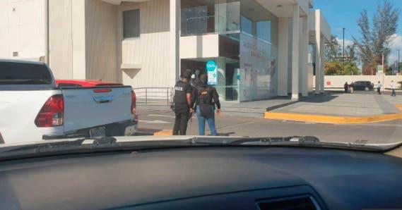 Ministerio Público confirma hombres en sucursal banco Santiago están vinculados caso Falcón