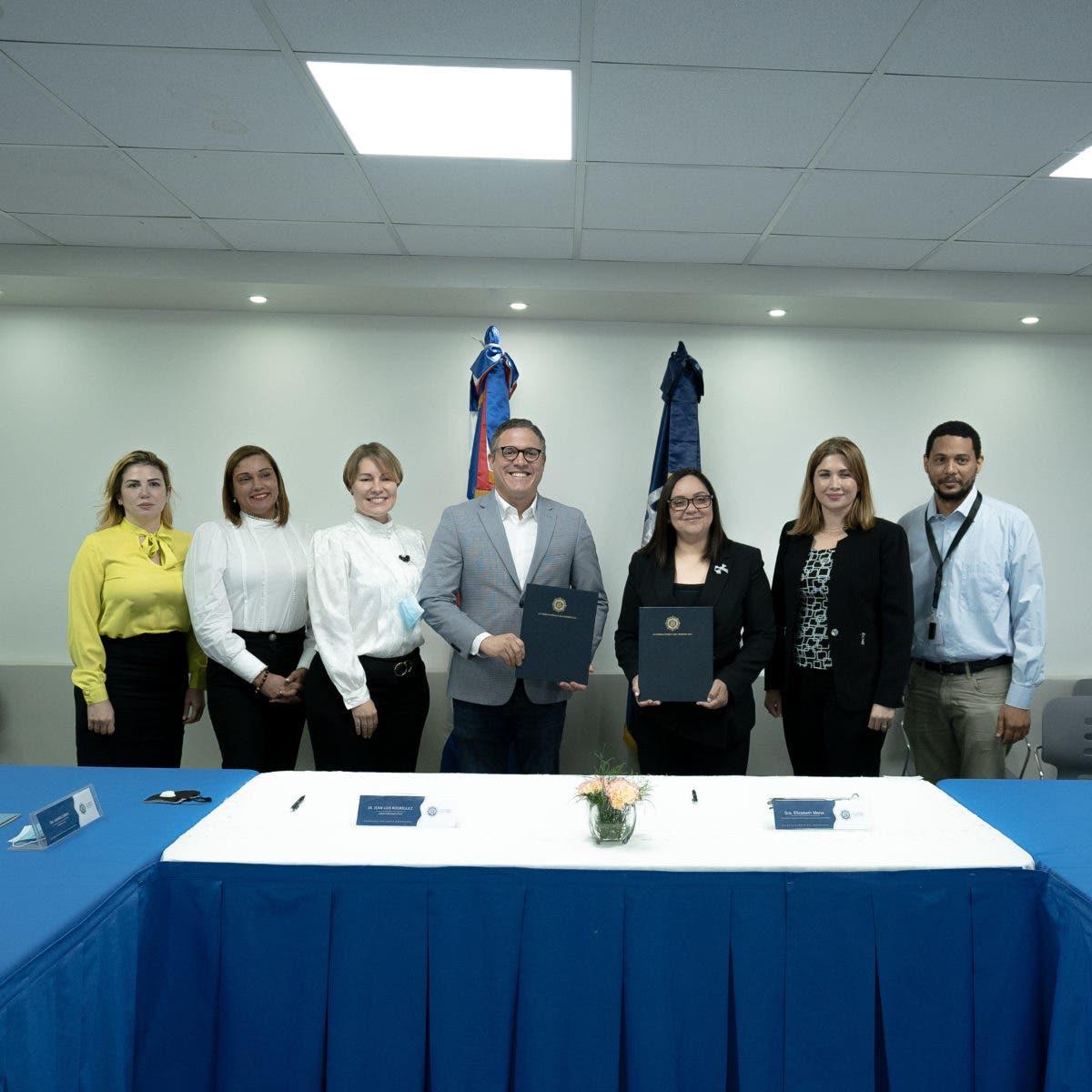 Firman acuerdo para eficientizar labor del sector exportador en los puertos del país