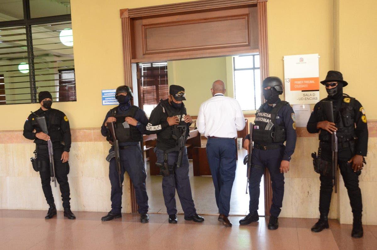 Familiares y amigos de imputados caso Falcón acuden al Palacio de Justicia en solidaridad