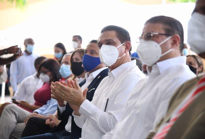 Profesores y estudiantes serán sometidos a pruebas de COVID-19, anuncia Salud Pública