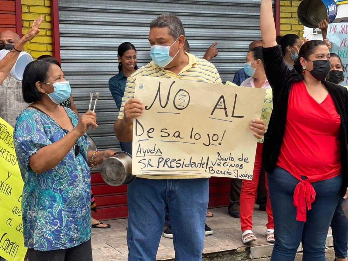 Video: Residentes del Evaristo Morales preocupados por amenaza de desalojo