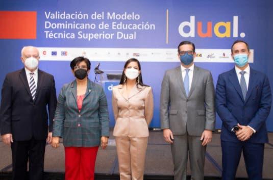 Empresarios y autoridades del MescyT buscan implementar modelo dual