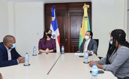 Embajada dominicana en Kingston exitosa misión comercial con empresarios jamaicanos