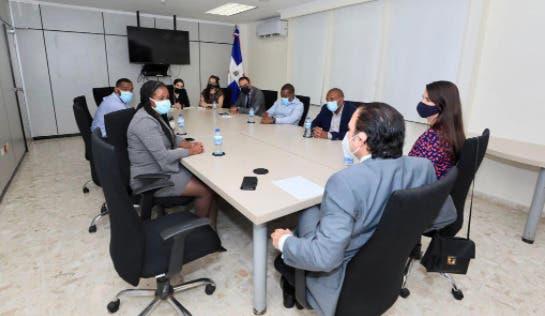 Embajada dominicana en Kinston realiza misión comercial con empresarios jamaicanos
