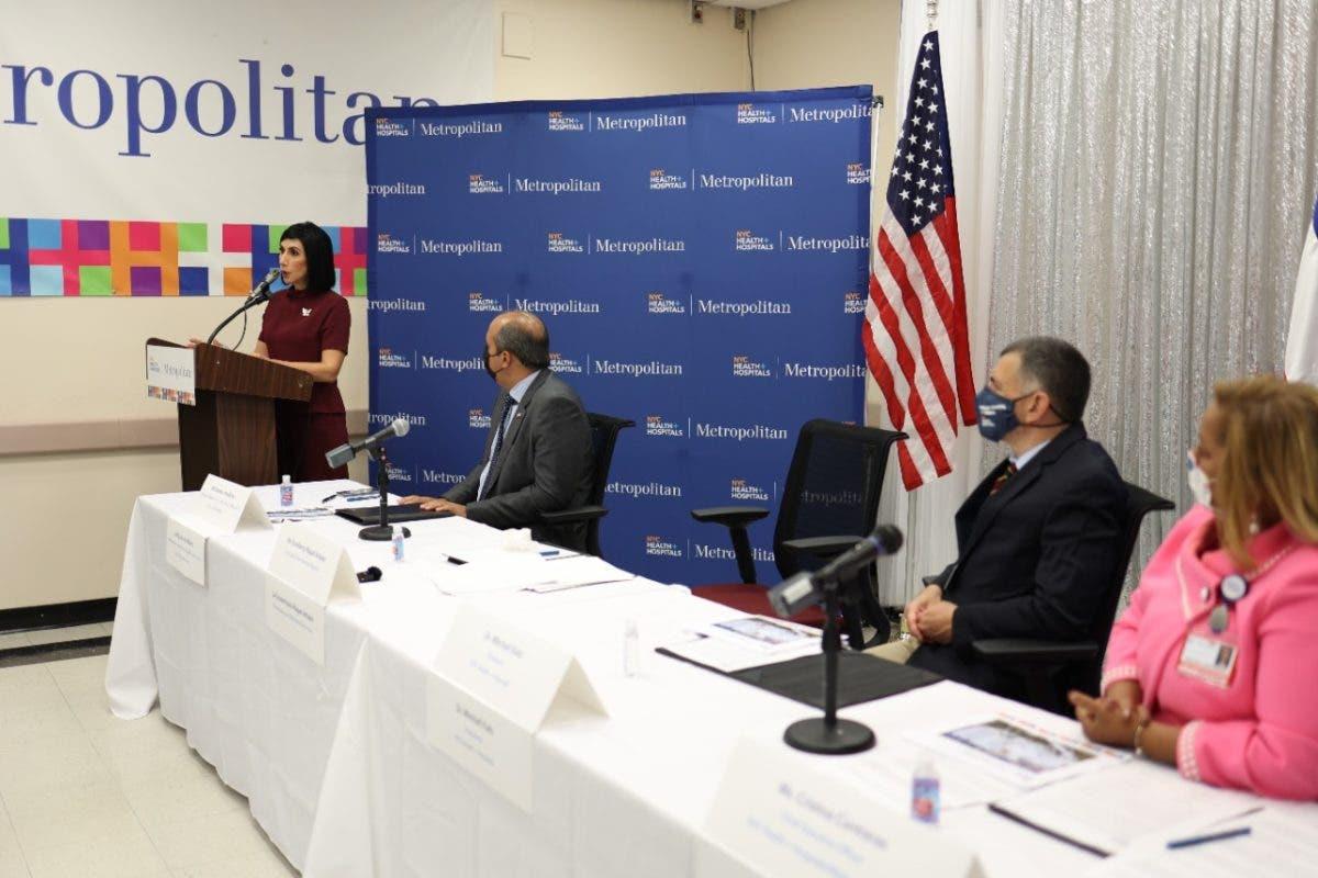 Firman acuerdo en beneficio de la comunidad dominicana en NY