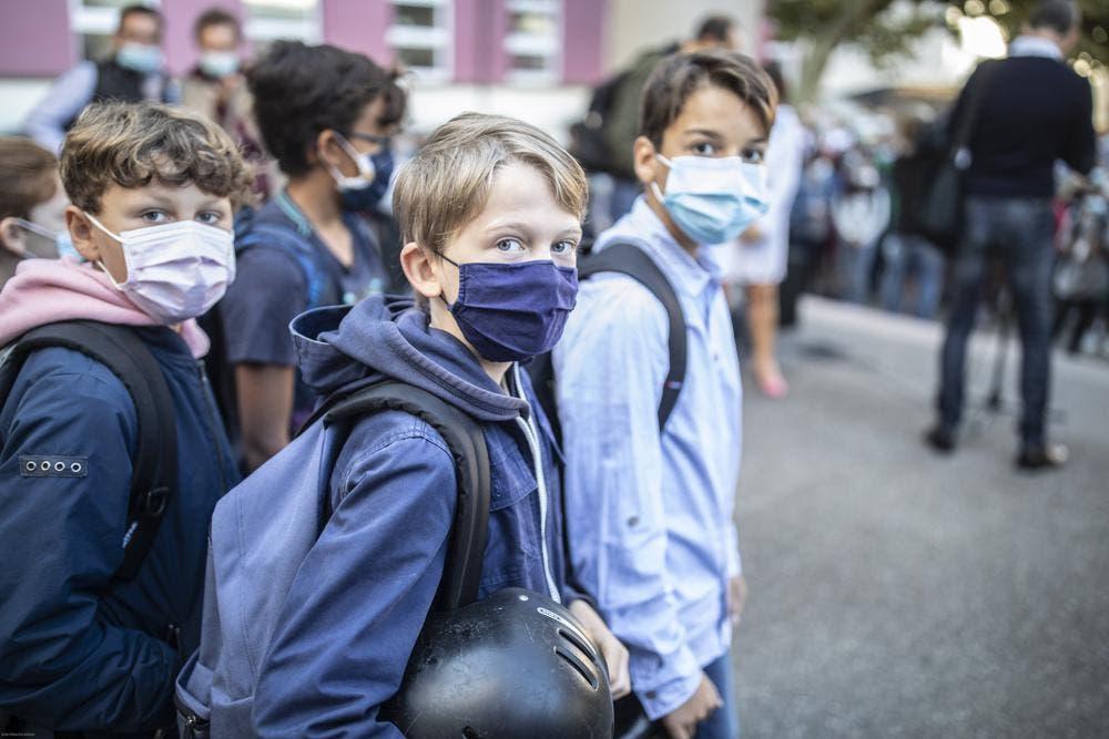 Doce millones de niños en Francia regresan a la escuela con uso obligatorio de mascarillas