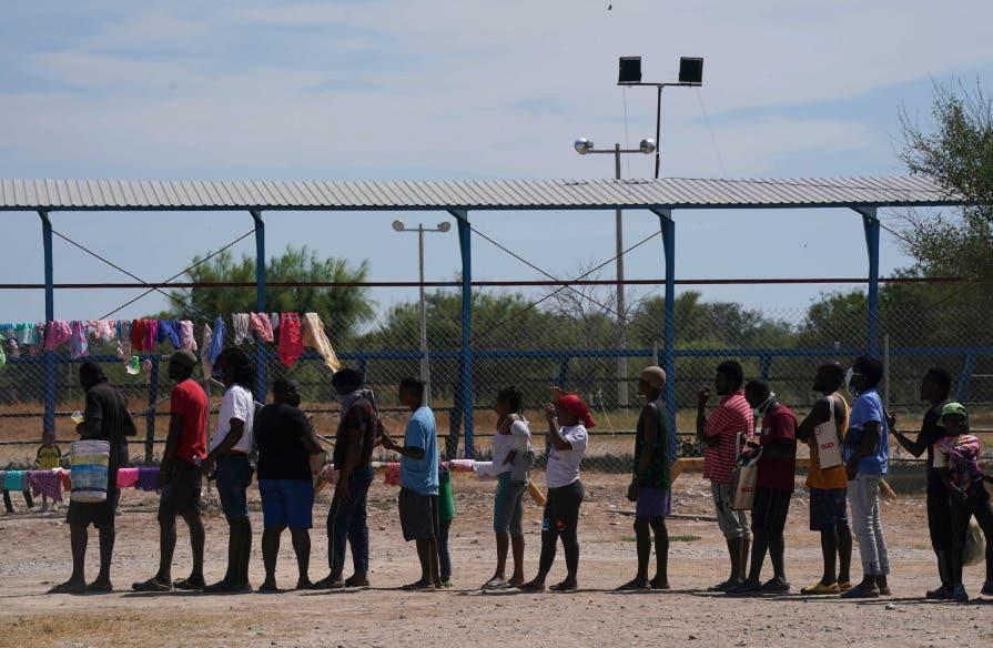 Migrantes haitianos se sienten atrapados entre México y EEUU