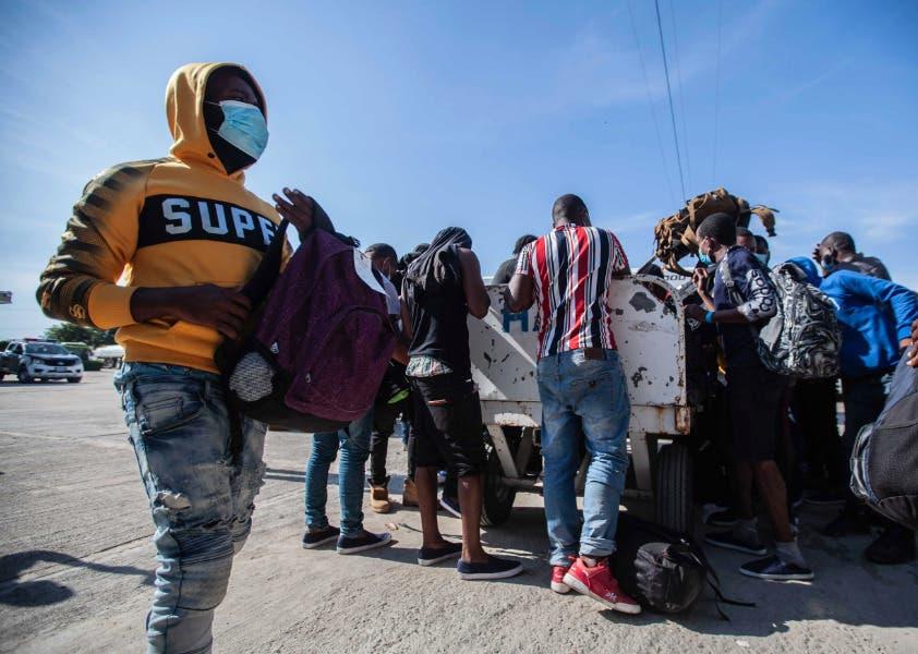 Cientos de haitianos deportados reinician en un país que no reconocen