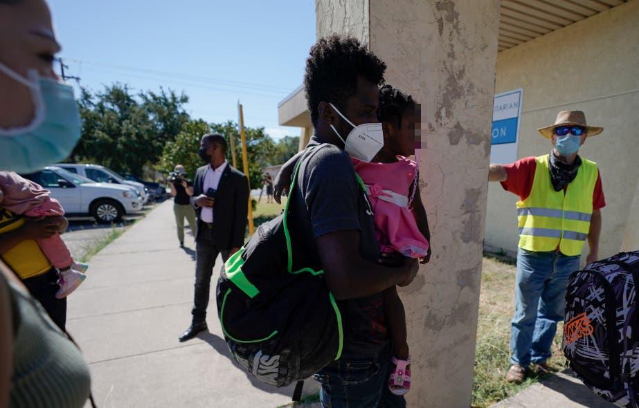 Reabrirán paso fronterizo de Texas donde acamparon miles de migrantes haitianos