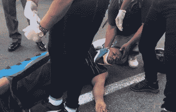 Hombre se lanza desde puente peatonal en la avenida 27 de Febrero