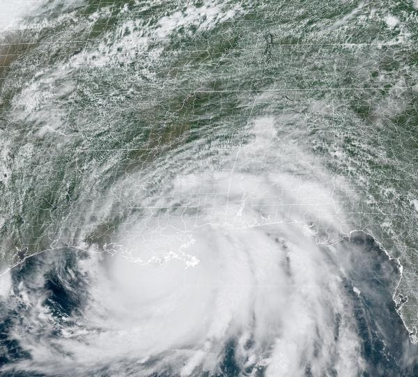 Huracán Ida afectará NY; dominicanos atentos a su llegada