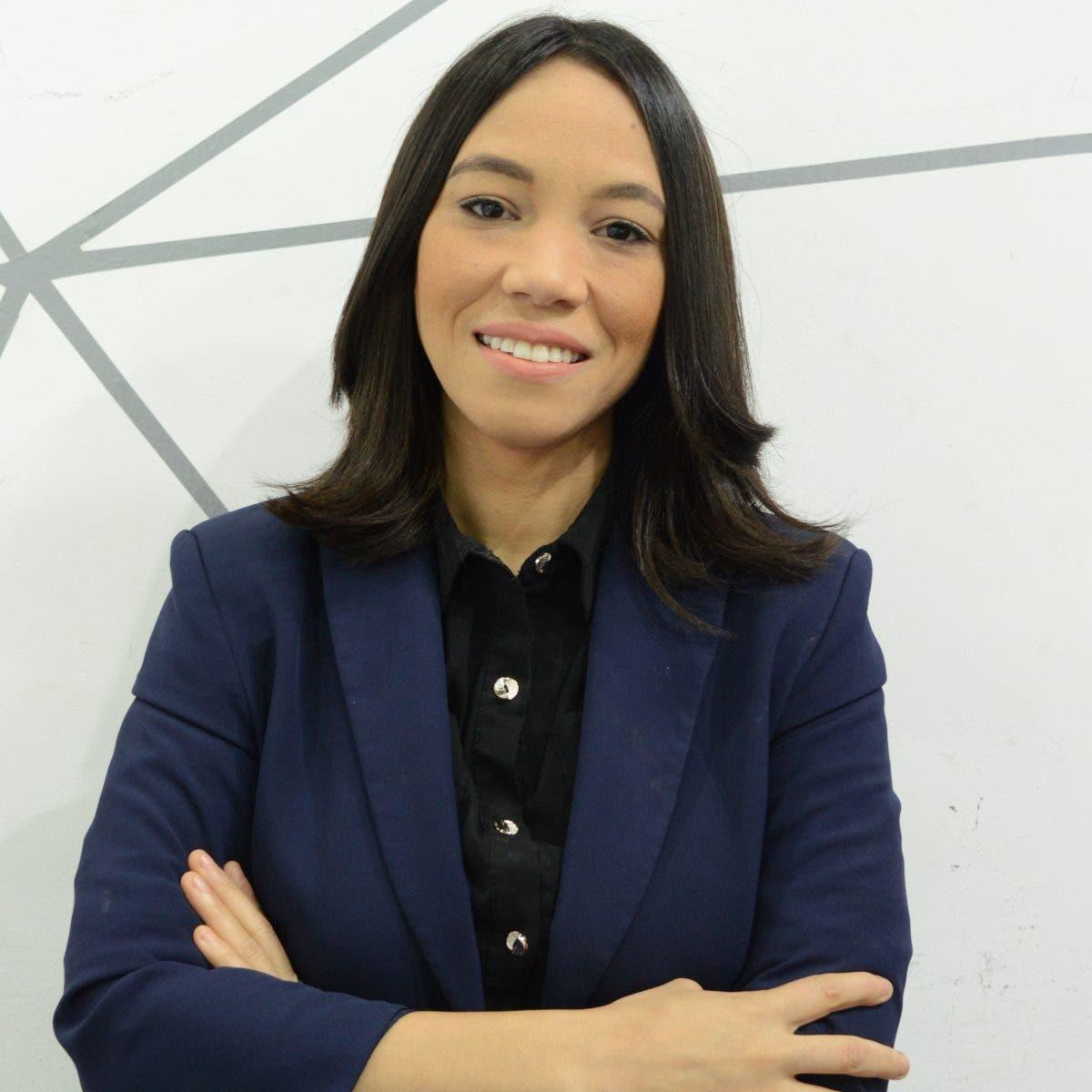 Cristal Acevedo estrena programa que combina la investigación y la opinión